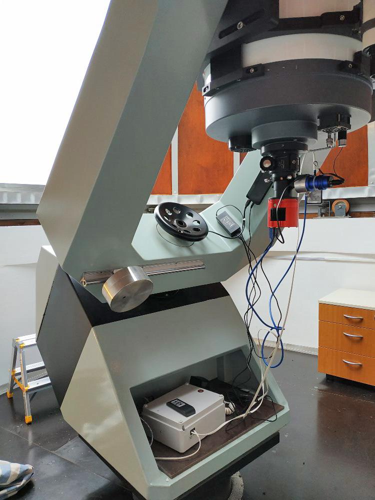 i se snímací a pointační kamerou